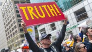 Nichts als die Wahrheit: Amerikanische Aktivisten demonstrieren gegen Donald Trump und seinen Kampf gegen die Medien.
