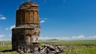 Im 11. Jahrhundert errichtet, 1957 bei einem Sturm halb eingestürzt: die Erlöserkirche von Ani, einst Hauptstadt Armeniens, 42 Kilometer östlich von Kars