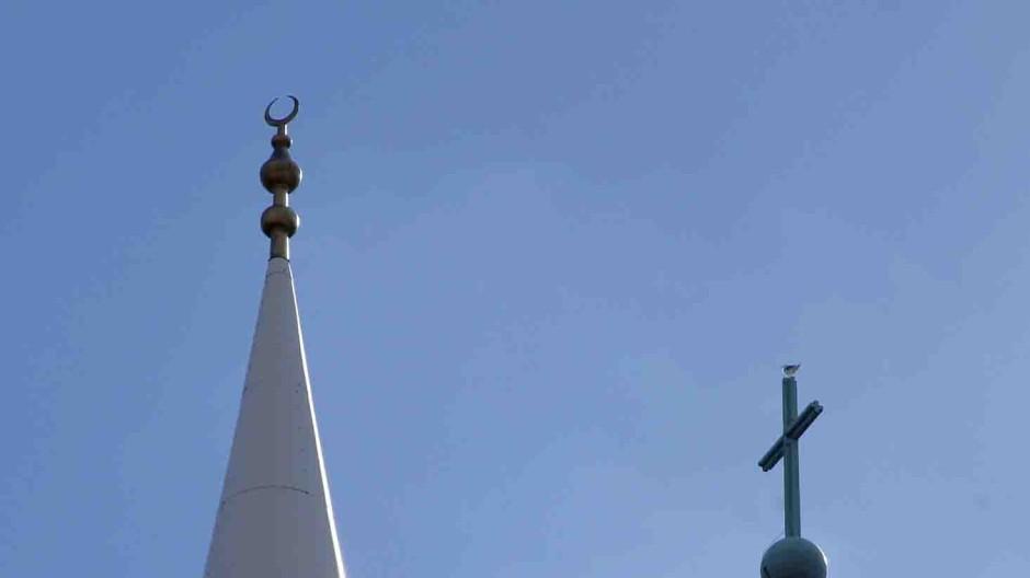 Kreuz und Halbmond: die Yavus Sultan Selim Moschee und die Liebfrauenkirche in Mannheimer Nachbarschaft