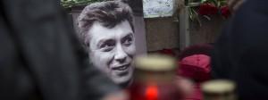 Trauer am Tatort: Seit der Ermordung von Boris Nemzow am 27. Februar 2015 wird seiner mit Blumen, Kerzen und Bildern gedacht.