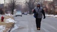 Sein Schicksal rührte Tausende im Internet: James Robertson lief mehr als dreißig Kilometer zur Arbeit.
