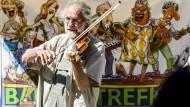 Neben den Bands auf den Bühnen erwartet Nürnberg am Wochenende wieder mehrere hundert Straßenmusiker - vielleicht auch den Geiger Klaus.