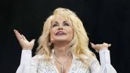 Beyond compare: Dolly Parton im Juni 2014 beim Glastonbury Festival