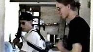 """Szene aus den """"Columbine tapes"""" mit den beiden Amokläufern Eric Harris (links) und Dylan Klebold"""
