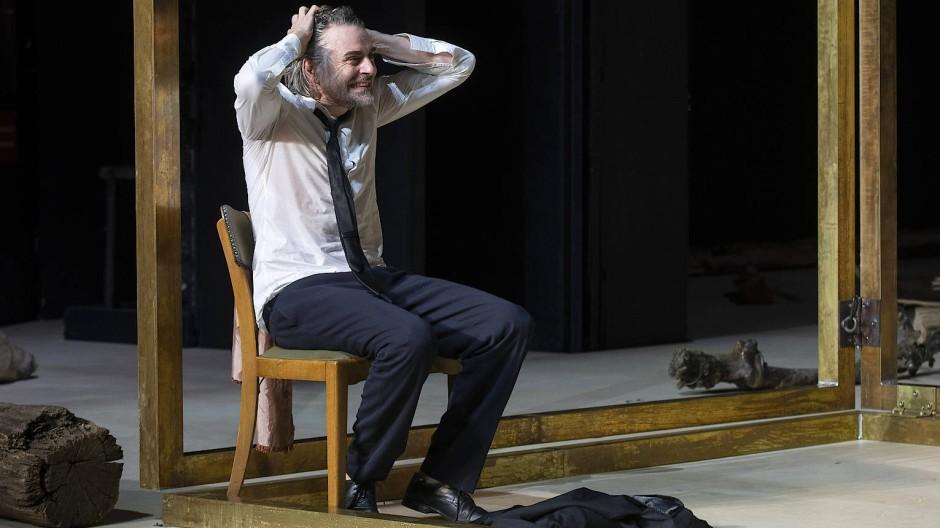 Ein russischer Jedermann, der seinen Kopf verloren hat: Jens Harzer gibt in Bochum einen gefühlsvirtuosen Iwanow