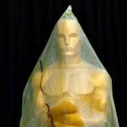 Oscar-Statue mit Schutzhülle bei den Vorbereitungen der Academy Awards 2015