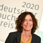Anne Weber nach dem Gewinn des Deutschen Buchpreises 2020 im Kaisersaal des Frankfurter Römers