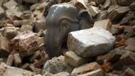 Weltkulturerbe und Pilgerstätten im Tal von Katmandu zerstört