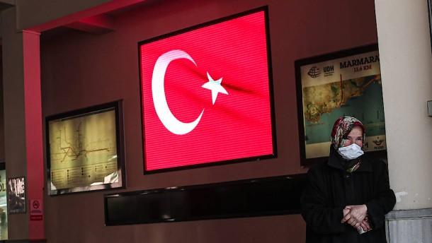Korona affı: Hırsızlara özgürlük, gazetecilere hapis!