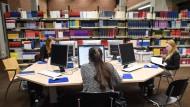 """Ohne Digitalisierung geht nichts: Studenten während der """"Langen Nacht der aufgeschobenen Hausarbeiten"""""""