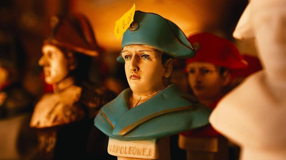 Es war billig und sah auch billig aus: Nicht jeder war einverstanden mit dem Pomp um Napoleons letzte Ruhestätte.