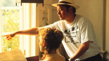 """Ang Lee 1995 mit Kate Winslet bei den Dreharbeiten zu """"Sinn und Sinnlichkeit"""""""