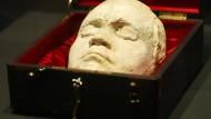 Eine Lebendmaske von Ludwig van Beethoven, die Franz Klein 1812 vom Komponisten abnahm. Sie liegt in einer Vitrine in der Bundeskunsthalle Bonn.