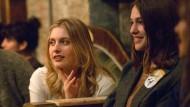 """Schon am Foto erkennt man den Independent-Film: Greta Gerwig (l.) als Brooke und Lola Kirk als Tracy in einer Szene von """"Mistress America"""""""
