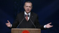 Die Macht hält Erdogan allein in seinen Händen, bei Geschäftemacherei lässt er auch andere ran, wenn sie ihm nützlich sind.
