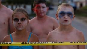 Nicht zu bändigen: Kindkind (Alane Delhaye, rechts) und seine Freunde