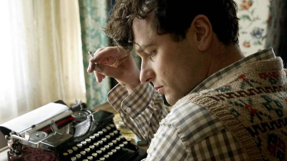 """Matthew Rhys als Dylan Thomas im Film """"The Edge of Love"""" aus dem Jahr 2008"""