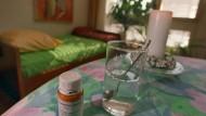 Rechtssicherheit und standesethische Akzeptanz für Ärzte würden organisierte Laien-Suizidhilfe absehbar überflüssig machen: Zimmer der Züricher Sterbehilfe-Organisation Dignitas