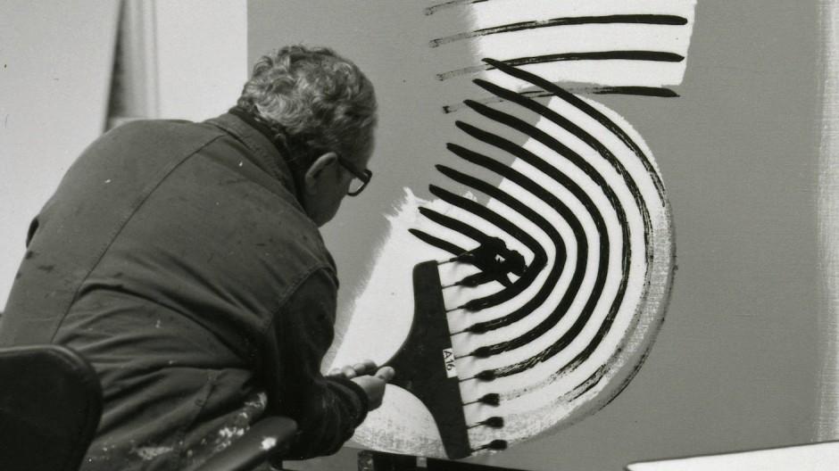 Hans Hartung 1975 in seinem Atelier in Antibes