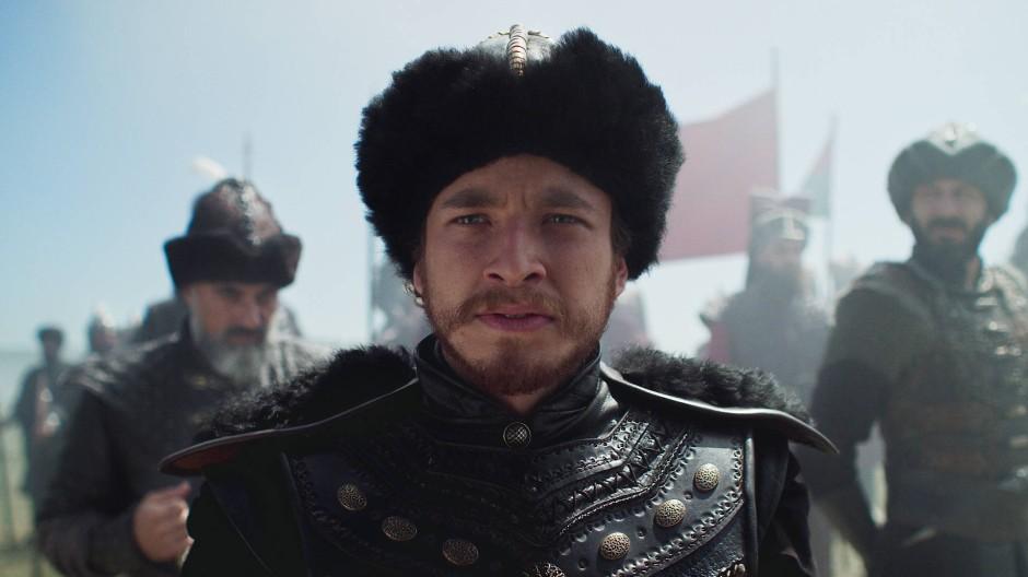 Militärisches Genie und umstrittene historische Figur: Mehmed II., gespielt von Cem Yiğit Üzümoğlu