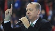Nicht gewillt, irgendjemand anderem die Führerschaft in Sachen Rechtsstaat zu überlassen: Recep Tayyip Erdogan am Sonntag in Yozgat