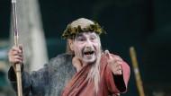 """Rolf Boysen als Dionysos in Dieter Dorns Inszenierung der """"Bakchen"""" im Oktober 2005"""