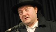 Wiglaf Droste, geboren am 27. Juni 1961 in Herford, gestorben am 15. Mai 2019 in Pottenstein, 2011 bei einem Auftritt in Berlin