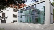 Hier soll im Frühjahr das Café Mon eröffnen: Glasanbau im Innenhof des Hildebrandhauses