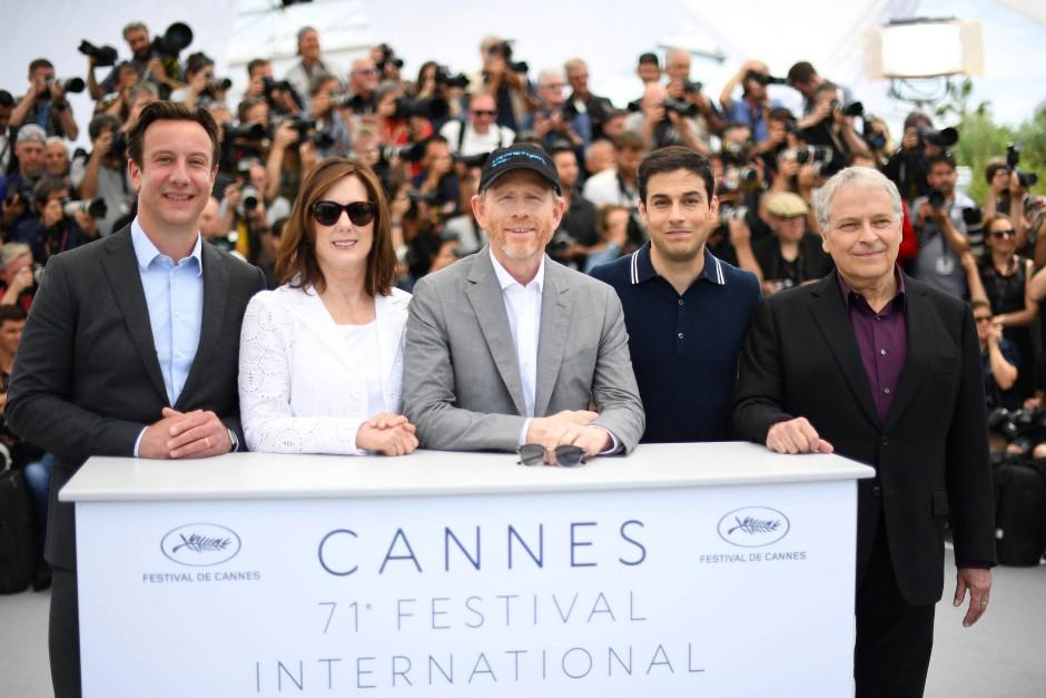 Von links nach rechts: Produzent Simon Emanuel, Produzentin Kathleen Kennedy, Regisseur Don Howard sowie Jon und Larry Kasdan