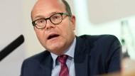 Medien für die Unzufriedenheit im Osten verantwortlich zu machen, greift zu kurz, sagt Staatskanzlei-Chef Oliver Schenk.