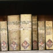 Um die schriftliche Überlieferung in deutschen Bibliotheken ist es nicht gut bestellt: Bücher aus der Zeit ab dem 16. Jahrhundert in der ehemaligen Benediktinerabtei in Amorbach.