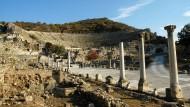 Wie alle Stadien der Antike war auch dieses ein Austragungsort blutiger Spektakel: Das Amphitheater im kleinasiatischen Ephesos, heute auf türkischem Staatsgebiet