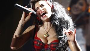 Amy Winehouse beim Comeback gefeiert
