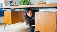 Kira Dorn (Nora Tschirner) ermittelt in der Wohnung von Viebrock.