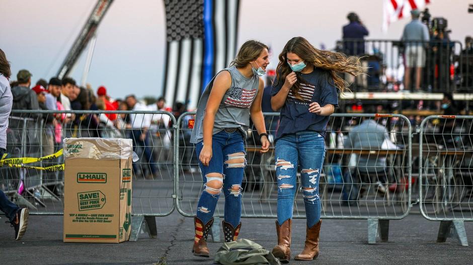 Ein Tanz für Trump und Tiktok: Jungwähler bei einem Wahlkampfauftritt des Präsidenten in Georgia