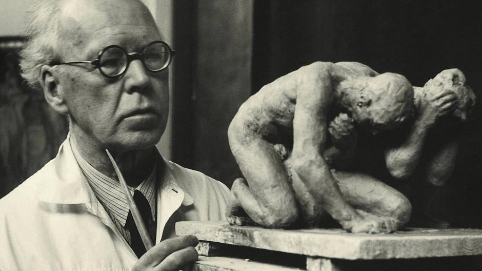 """""""Gottbegnadeter"""", Lebemann, immer gut im Geschäft: Georg Kolbe um 1945 in seinem Atelier."""