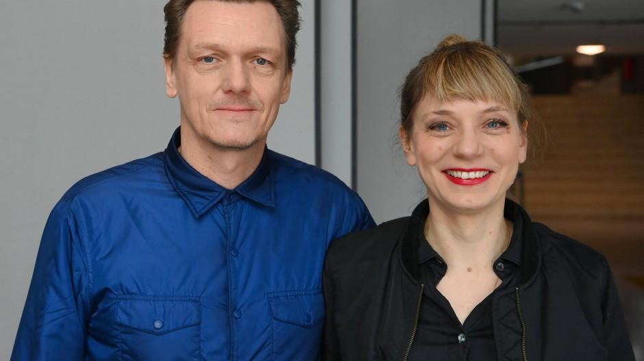 Sie wollen in Zukunft nicht mehr zwischen digital und analog unterscheiden: Thomas Oberender, Intendant der Berliner Festspiele und Yvonne Büdenhölzer, Leiterin des Theatertreffens