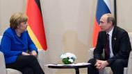 Zwiegespräch: Angela Merkel und Vladimir Putin beim G-20-Treffen Mitte November in Antalya