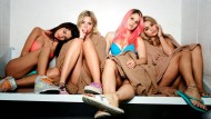 Beim Justizvollzugs-Casting, von links: Faith (Selena Gomez), Brit (Ashley Benson), Cotty (Rachel Korine) und Candy (Vanessa Hudgens)