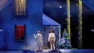Nur noch zehn Wochen bis Weihnachten: In Frankfurt ist der Tannenbaum für Hänsel und Gretel jetzt schon geschmückt.