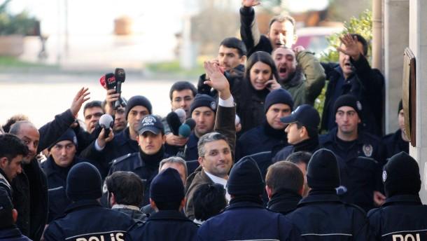 Nedim Sener, Ahmet Sik
