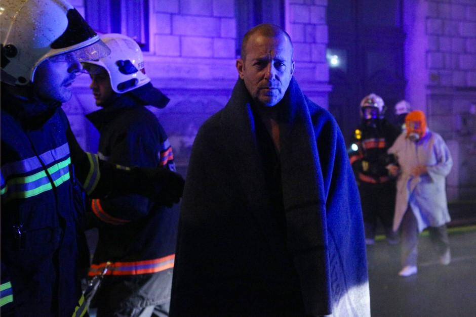Es brennt: Richard Brock (Heino Ferch) hat sich gerade noch gerettet.