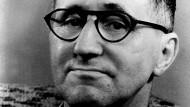 1898 in Augsburg geboren, am 14. August 1956 in Ost-Berlin gestorben: Bertolt Brecht auf einem Foto aus den zwanziger Jahren