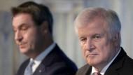 Am Tag nach der Landtagswahl in Bayern: Ministerpräsident Markus Söder (l.) und der CSU-Parteivorsitzende und Bundesinnenminister Horst Seehofer