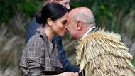 Die Maori konnten ihre Sprache mit Projekten retten – und ihre traditionelle Begrüßung ist ohnehin weltbekannt. Im Oktober erlebte sie Herzogin Megan auf Staatsbesuch in Wellington.