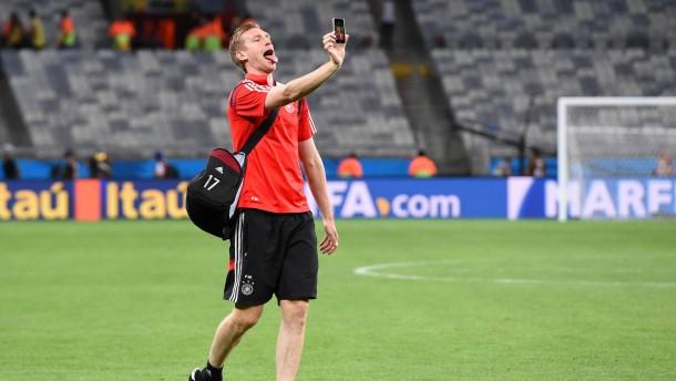 Sportjournalisten oder Fußballfans?