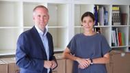 Er pendelt noch täglich von Düsseldorf nach Frankfurt, sie packt schon die Kisten aus: Felix Krämer zu Besuch im neuen Büro von Susanne Gaensheimer.