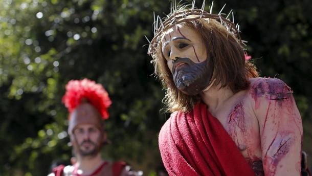 Aposteldarsteller verlassen Kreuzigung im Eklat