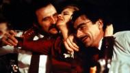 """Mit dem Vergeben und dem Vergessen ist es so eine Sache: Miki Manojlović und Lazar Ristovski als Freundespaar in einer Szene mit Mirjana Joković aus Emir Kusturicas """"Underground"""""""