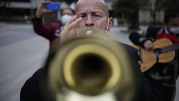 Trompeter blasen keine Kerzen aus